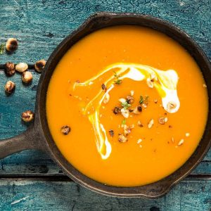 Veganes Menü mit Kürbissuppe