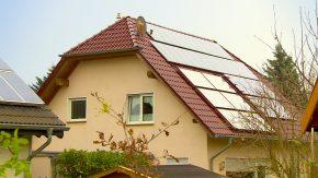 Haus mit Solaranlage