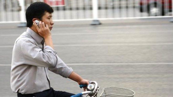 Chinese mit Mobiltelefon