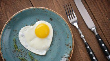 Von einem blauen Teller isst man weniger