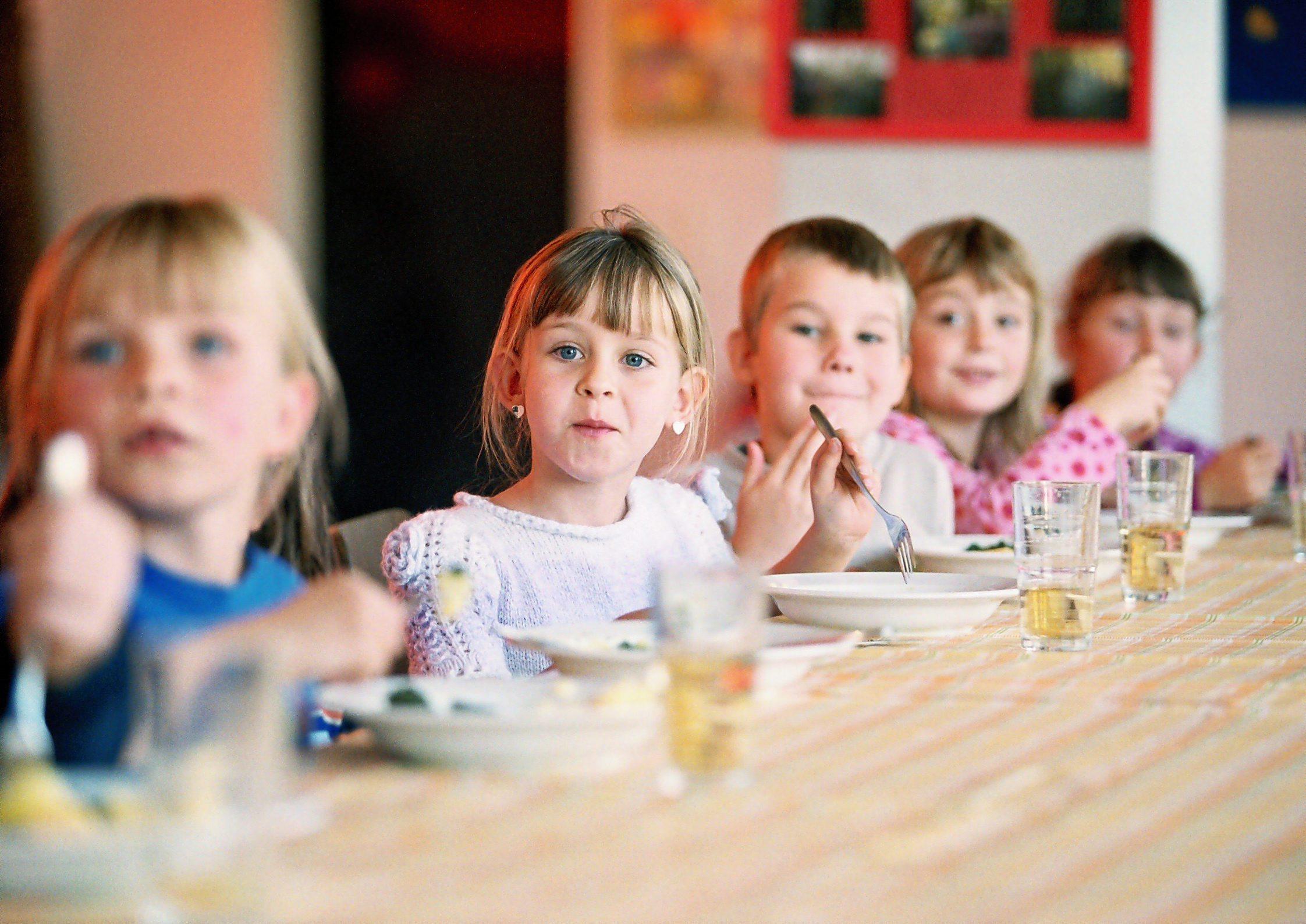 essen in der schule so wichtig ist gesundes essen f r kinder evidero. Black Bedroom Furniture Sets. Home Design Ideas