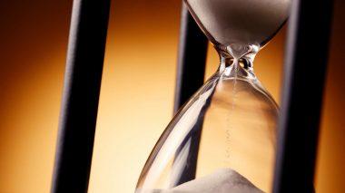 Sanduhr läuft ab: Gutes Zeitmanagement im Büro
