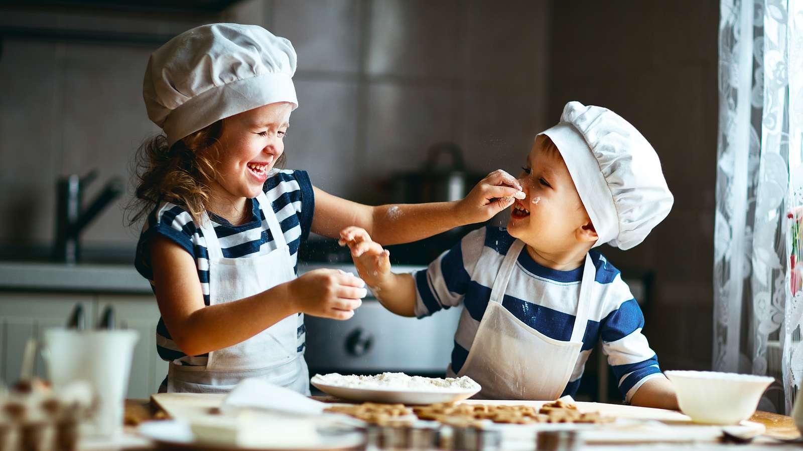 Kinderbesch ftigung im winter evidero - Bambine che cucinano ...