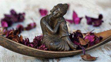 Ein Meditationszentrum besuchen