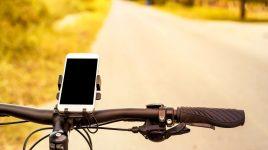 Praktisches Fahrrad Zubehör: Smartphone beim Fahren laden