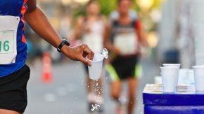 Sollte man auch während des Sports trinken?