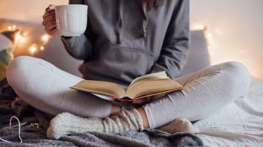 Vorweihnachtszeit genießen - mit Tee und Buch