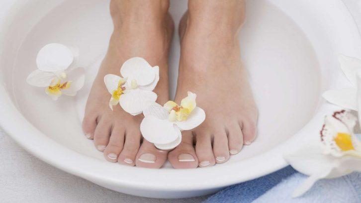 Ein basisches Fußbad unterstützt ein Detox