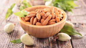 mandeln und mandelfrüchte