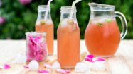 Rosen Limonade genießen