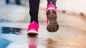 Joggen im Regen für Bewegung nach Kneipp