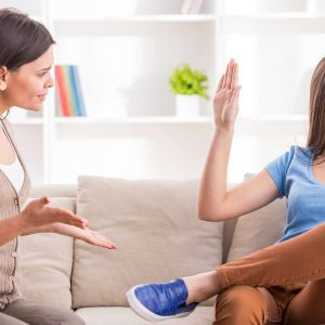 Gelassenheit lernen: Mutter und Tochter diskutieren