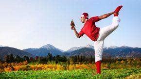Inder macht Detox Yoga nach Weihnachten