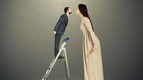 Große Frau & kleiner Mann