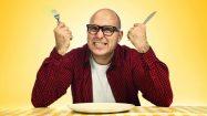 Mann mit leerem Teller: Kein Heißhunger mehr nach dem Essen