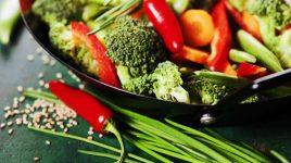 Täglich vegan essen, zum Beispiel Gemüse im Wok