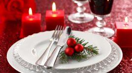 Gedeckter Weihnachtstisch für ein vegetarisches oder veganes Weihnachtsmenü