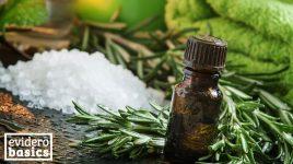 Hausmittel gegen Juckreiz: Rosmarinöl und Meersalz
