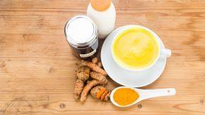 Goldene Milch: Mandelmilch mit Kurkuma