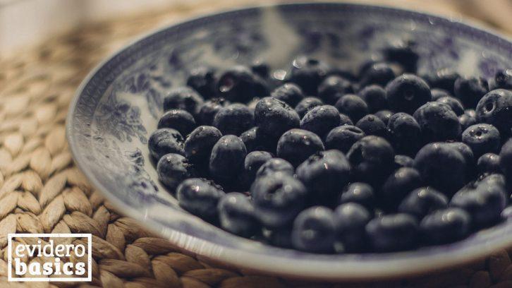 Gesunde Heidelbeeren auf einem Teller