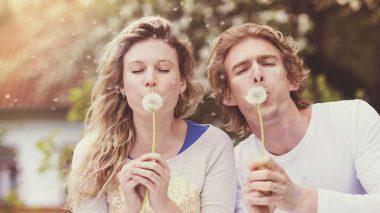 Glückliches Paar im Frühling