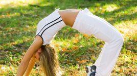 Frau beim Yoga zum Abnehmen