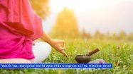 Frau beim Yoga - So gut passen Yoga und Ayurveda zusammen
