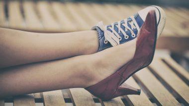 Frauentypen: Weiblich in hohen Schuhen oder lässig in Chucks?