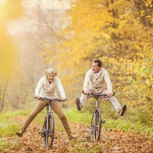 Fit bleiben: Senioren fahren Rad
