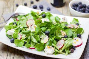 Feldsalat mit Blaubeeren